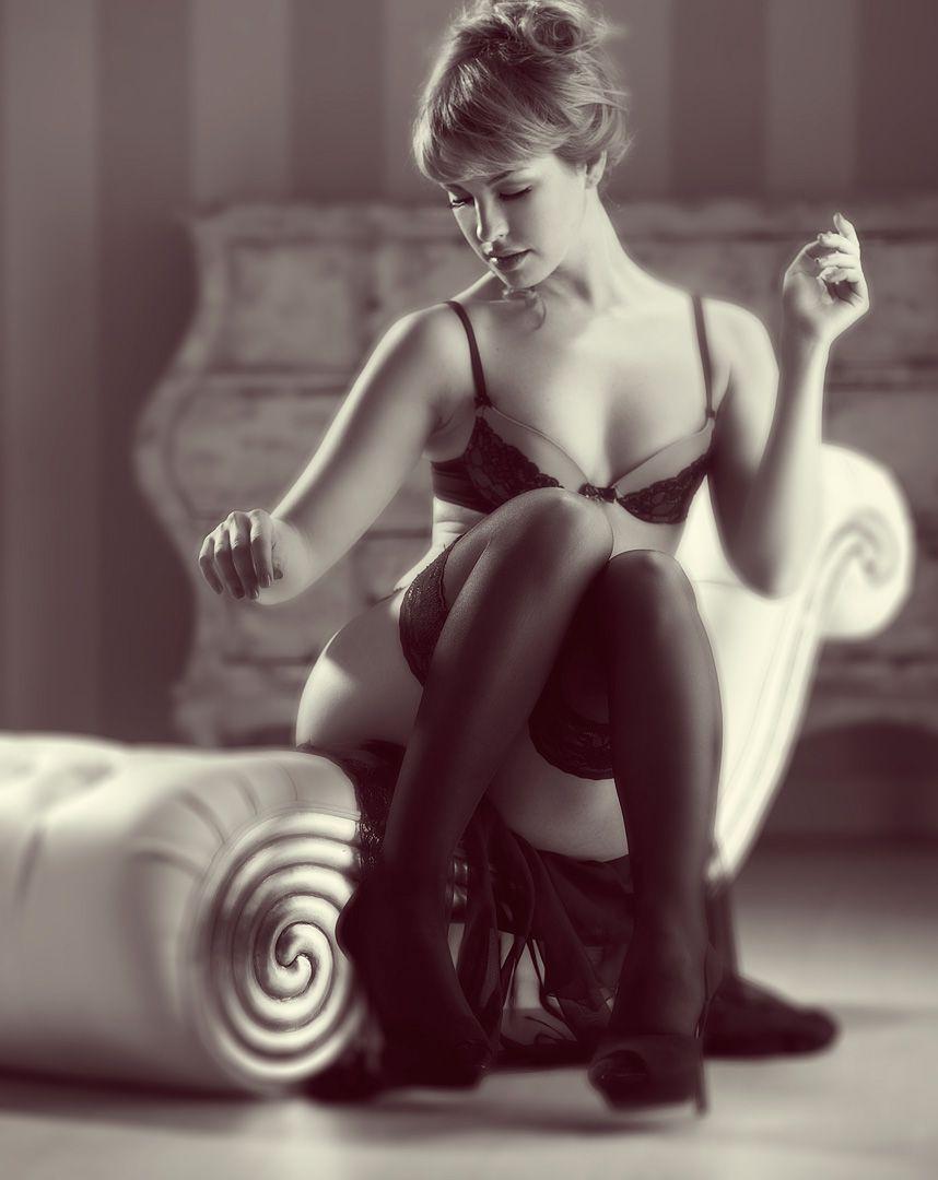 fotos boudoir budoir lenceria retrato femenino fotografia íntima sensual estudio Leganés Madrid intimisimi blonde scort Sandra 103 jpg