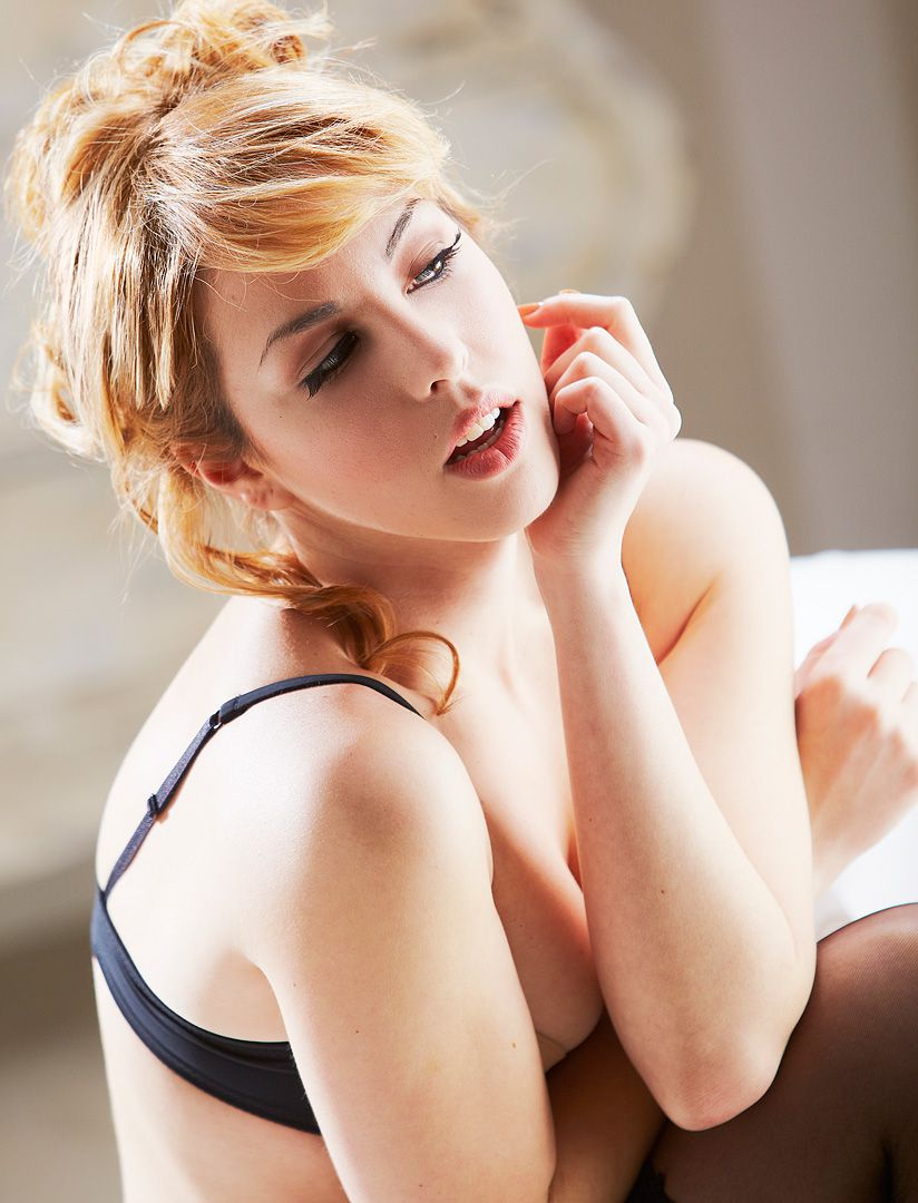 fotos boudoir budoir lenceria retrato femenino fotografia íntima sensual estudio Leganés Madrid intimisimi blonde scort Sandra 106 jpg