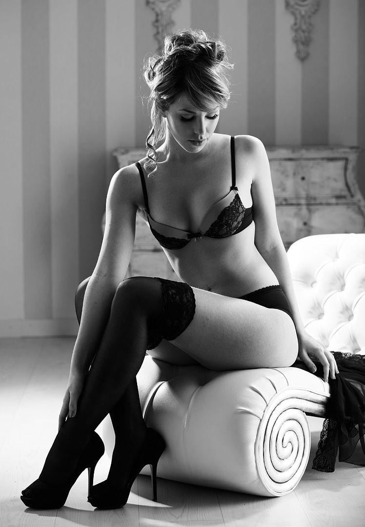 fotos boudoir budoir lenceria retrato femenino fotografia íntima sensual estudio Leganés Madrid intimisimi blonde scort Sandra 110 jpg