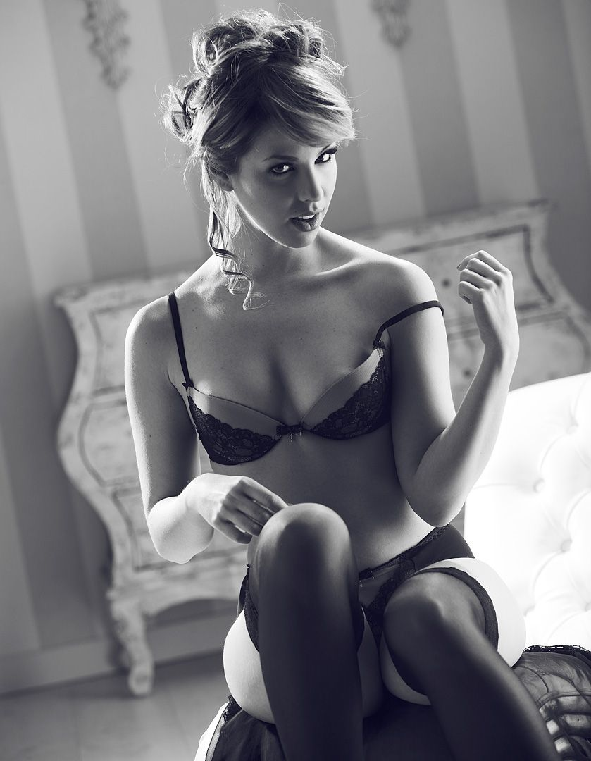 fotos boudoir budoir lenceria retrato femenino fotografia íntima sensual estudio Leganés Madrid intimisimi blonde scort Sandra 112 jpg