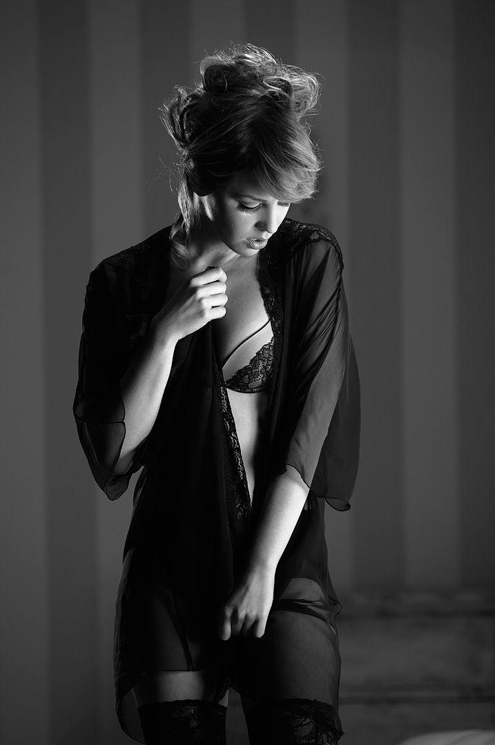 fotos boudoir budoir lenceria retrato femenino fotografia íntima sensual estudio Leganés Madrid intimisimi blonde scort Sandra 117 jpg