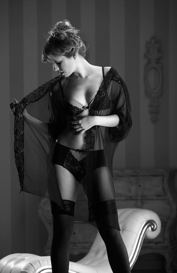fotos boudoir budoir lenceria retrato femenino fotografia íntima sensual estudio Leganés Madrid intimisimi blonde scort Sandra 120 jpg