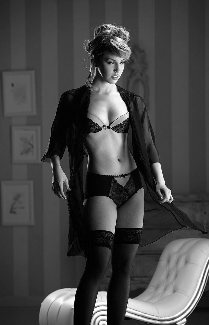 fotos boudoir budoir lenceria retrato femenino fotografia íntima sensual estudio Leganés Madrid intimisimi blonde scort Sandra 121 jpg