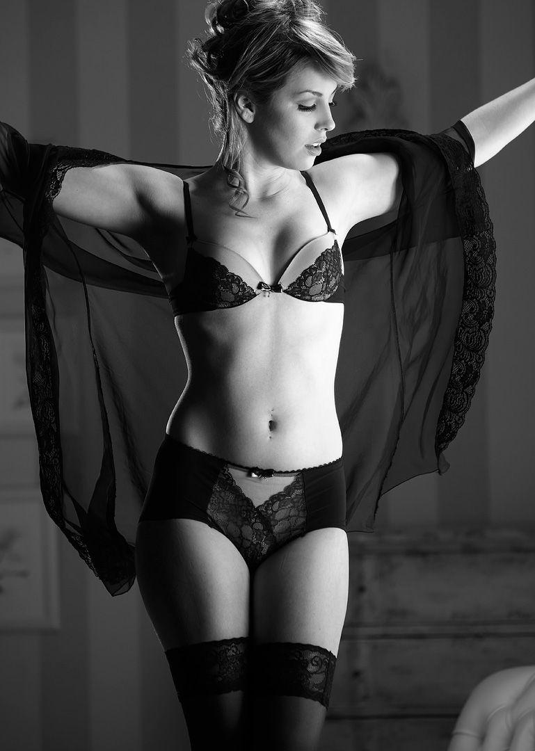 fotos boudoir budoir lenceria retrato femenino fotografia íntima sensual estudio Leganés Madrid intimisimi blonde scort Sandra 122 jpg