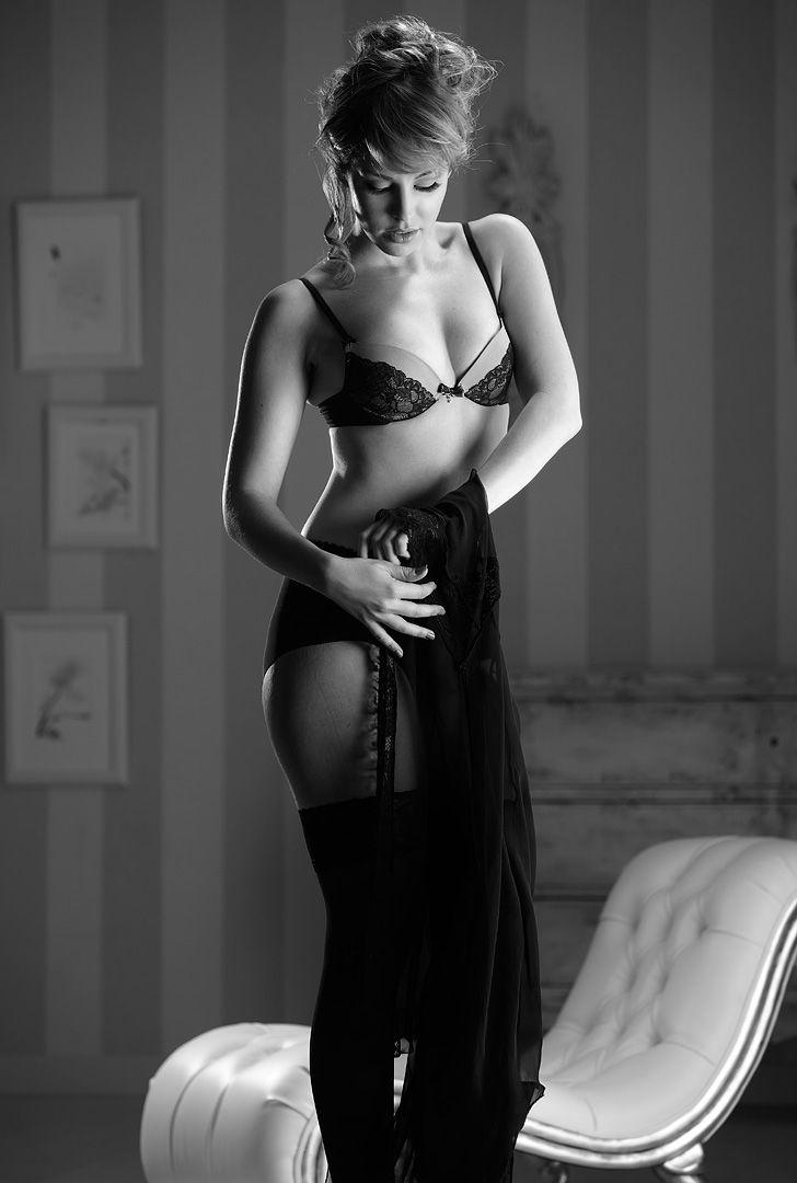 fotos boudoir budoir lenceria retrato femenino fotografia íntima sensual estudio Leganés Madrid intimisimi blonde scort Sandra 124 jpg