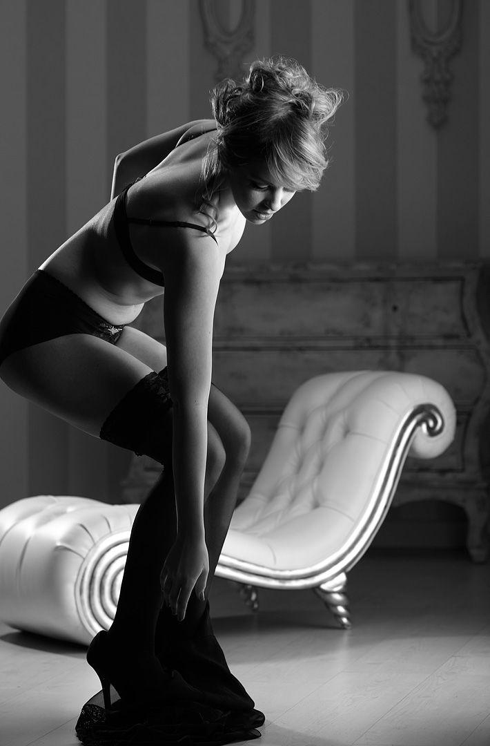 fotos boudoir budoir lenceria retrato femenino fotografia íntima sensual estudio Leganés Madrid intimisimi blonde scort Sandra 125 jpg