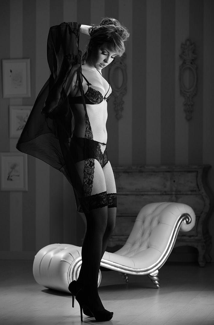 fotos boudoir budoir lenceria retrato femenino fotografia íntima sensual estudio Leganés Madrid intimisimi blonde scort Sandra 126 jpg