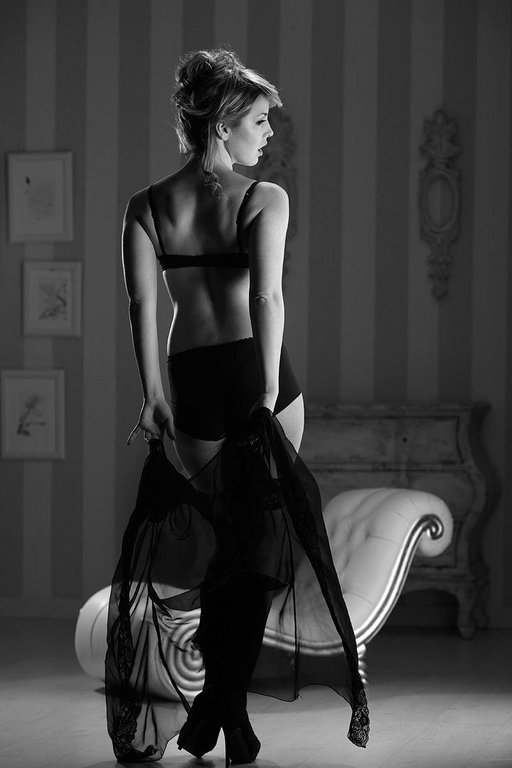 fotos boudoir budoir lenceria retrato femenino fotografia íntima sensual estudio Leganés Madrid intimisimi blonde scort Sandra 127 jpg
