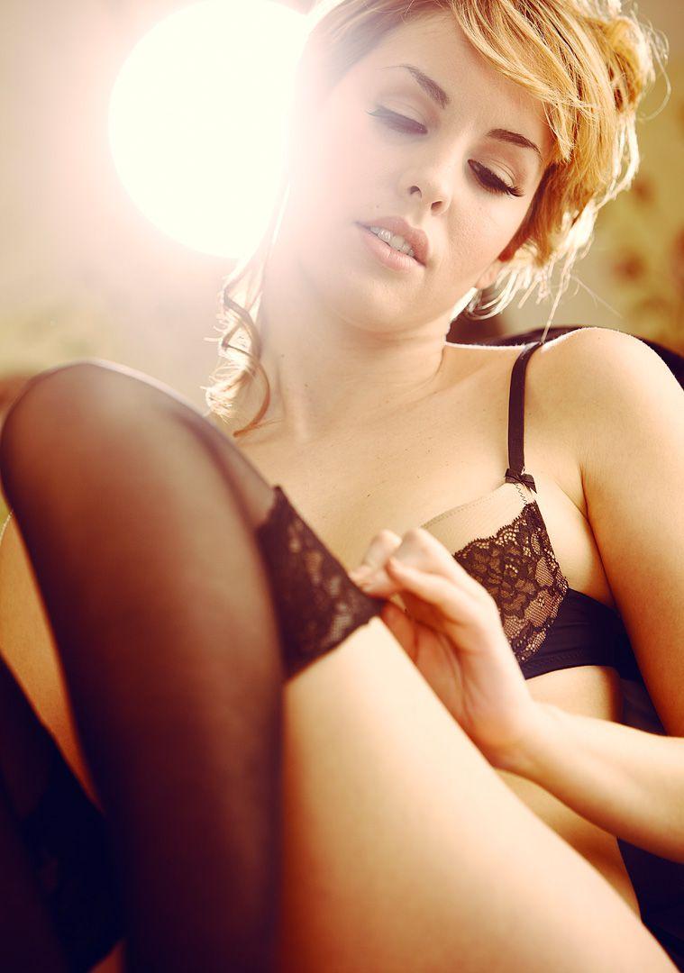 fotos boudoir budoir lenceria retrato femenino fotografia íntima sensual estudio Leganés Madrid intimisimi blonde scort Sandra 133 jpg