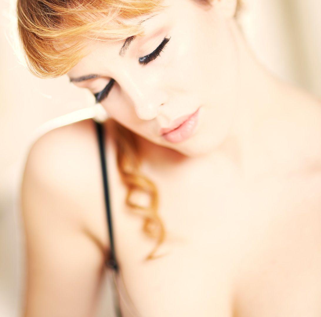 fotos boudoir budoir lenceria retrato femenino fotografia íntima sensual estudio Leganés Madrid intimisimi blonde scort Sandra 137 jpg