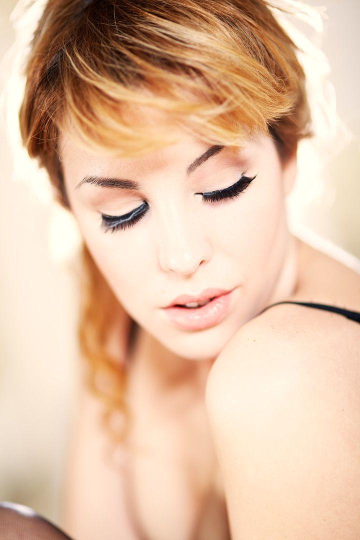 fotos boudoir budoir lenceria retrato femenino fotografia íntima sensual estudio Leganés Madrid intimisimi blonde scort Sandra 140 jpg