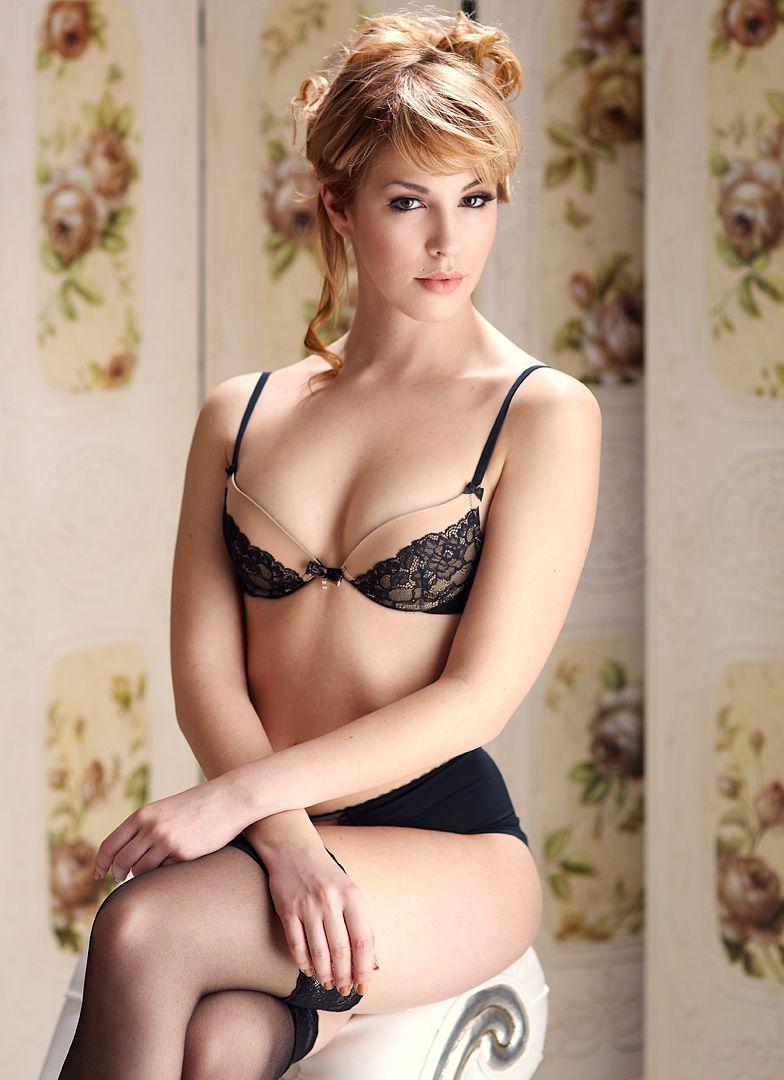 fotos boudoir budoir lenceria retrato femenino fotografia íntima sensual estudio Leganés Madrid intimisimi blonde scort Sandra 158 jpg