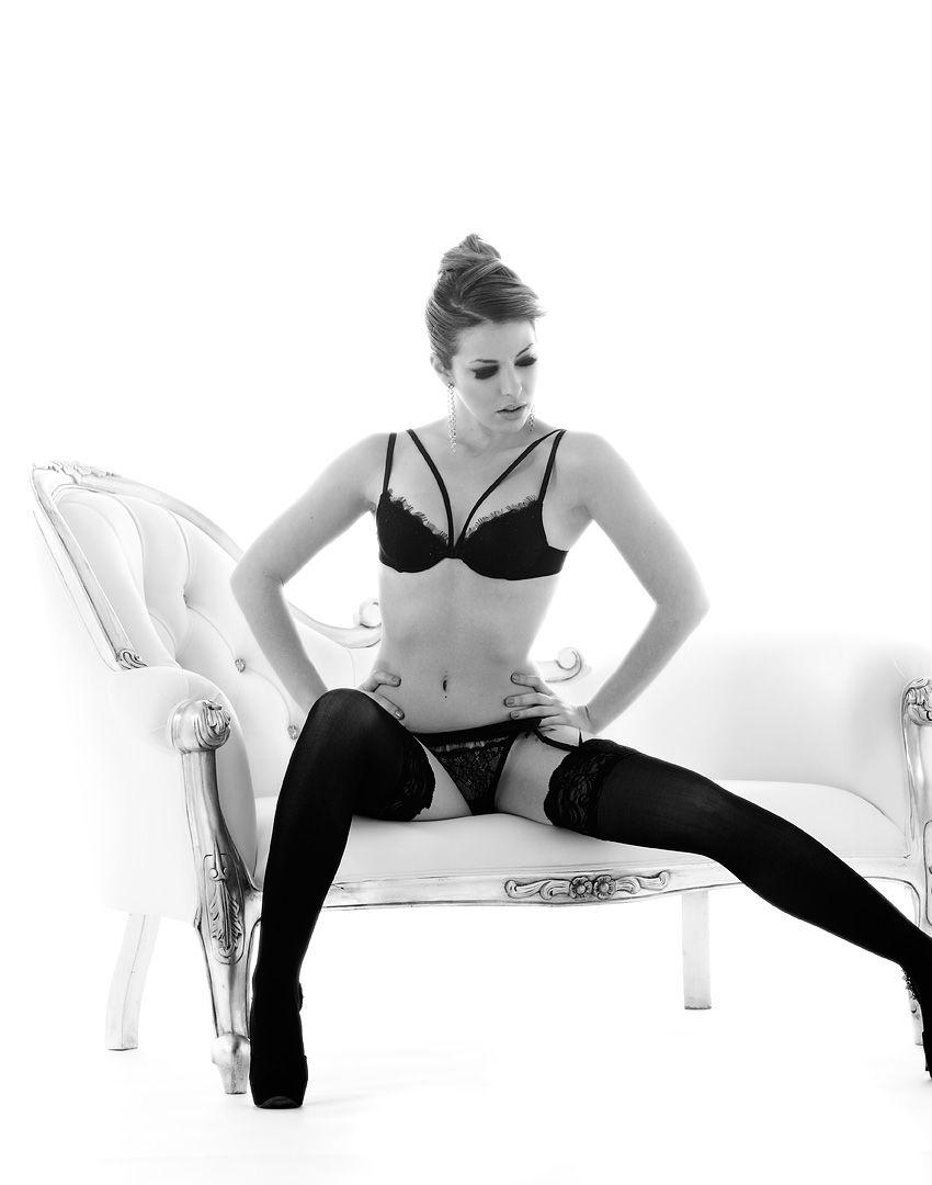 fotos boudoir budoir lenceria retrato femenino fotografia íntima sensual estudio Leganés Madrid intimisimi blonde scort Sandra 166 jpg