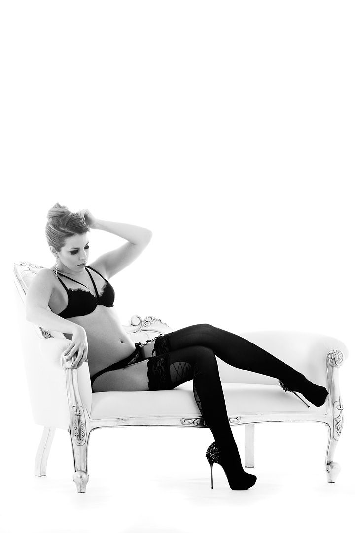 fotos boudoir budoir lenceria retrato femenino fotografia íntima sensual estudio Leganés Madrid intimisimi blonde scort Sandra 167 jpg