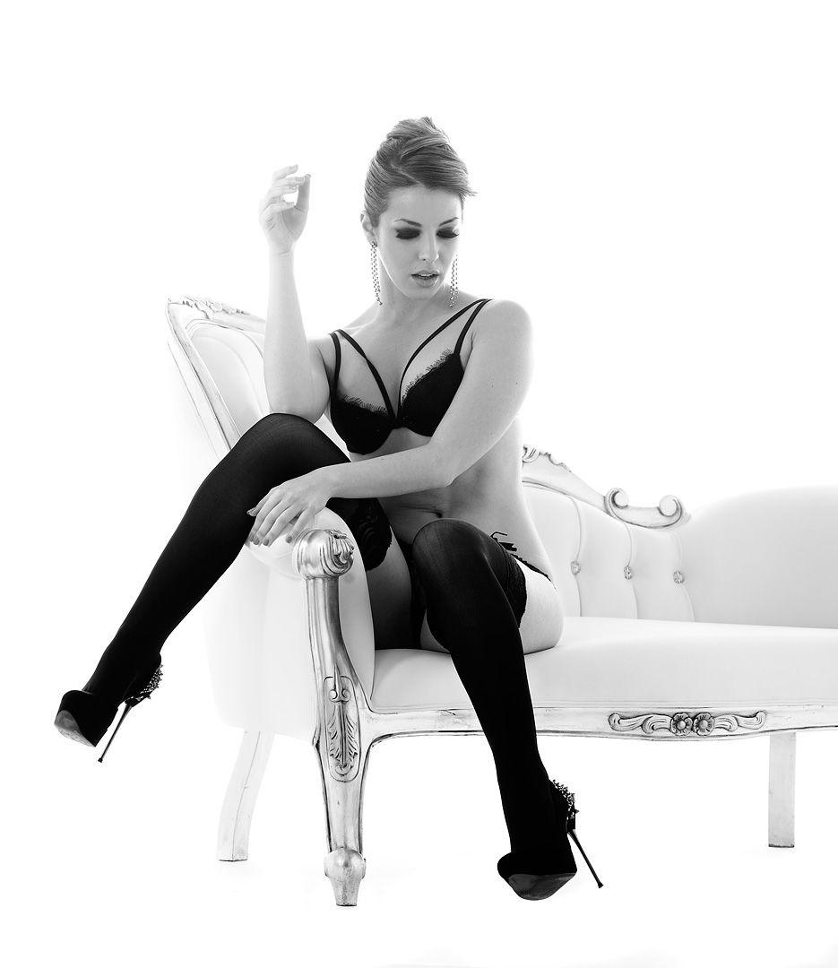 fotos boudoir budoir lenceria retrato femenino fotografia íntima sensual estudio Leganés Madrid intimisimi blonde scort Sandra 173 jpg