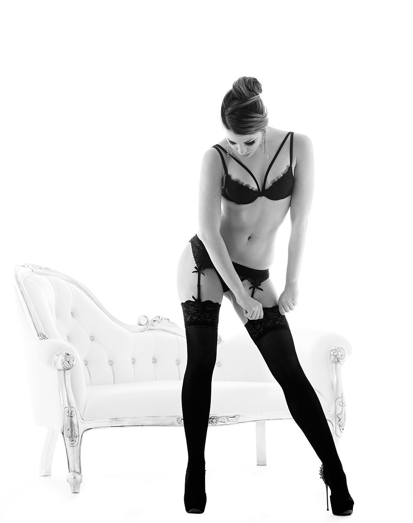 fotos boudoir budoir lenceria retrato femenino fotografia íntima sensual estudio Leganés Madrid intimisimi blonde scort Sandra 176 jpg