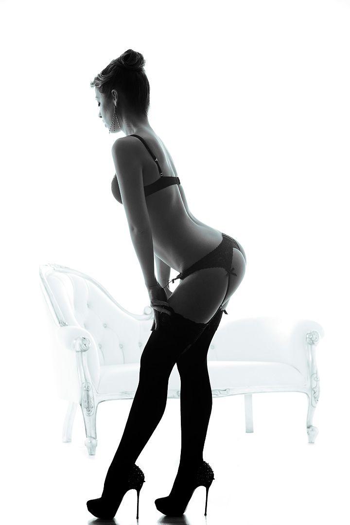 fotos boudoir budoir lenceria retrato femenino fotografia íntima sensual estudio Leganés Madrid intimisimi blonde scort Sandra 184 jpg