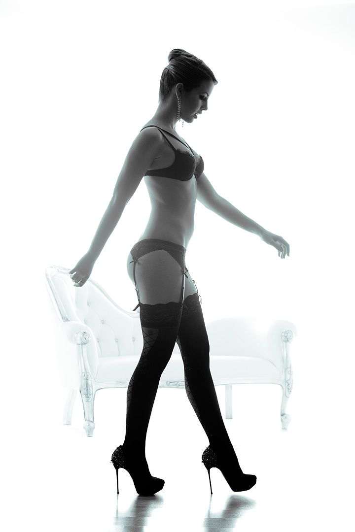 fotos boudoir budoir lenceria retrato femenino fotografia íntima sensual estudio Leganés Madrid intimisimi blonde scort Sandra 188 jpg