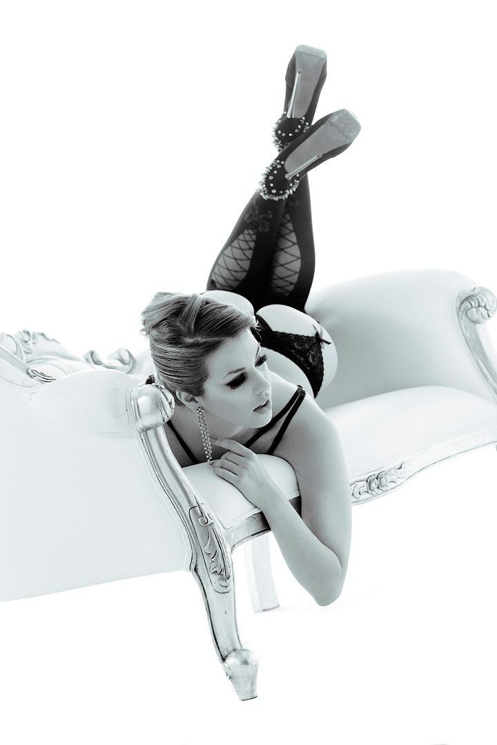 fotos boudoir budoir lenceria retrato femenino fotografia íntima sensual estudio Leganés Madrid intimisimi blonde scort Sandra 202 jpg