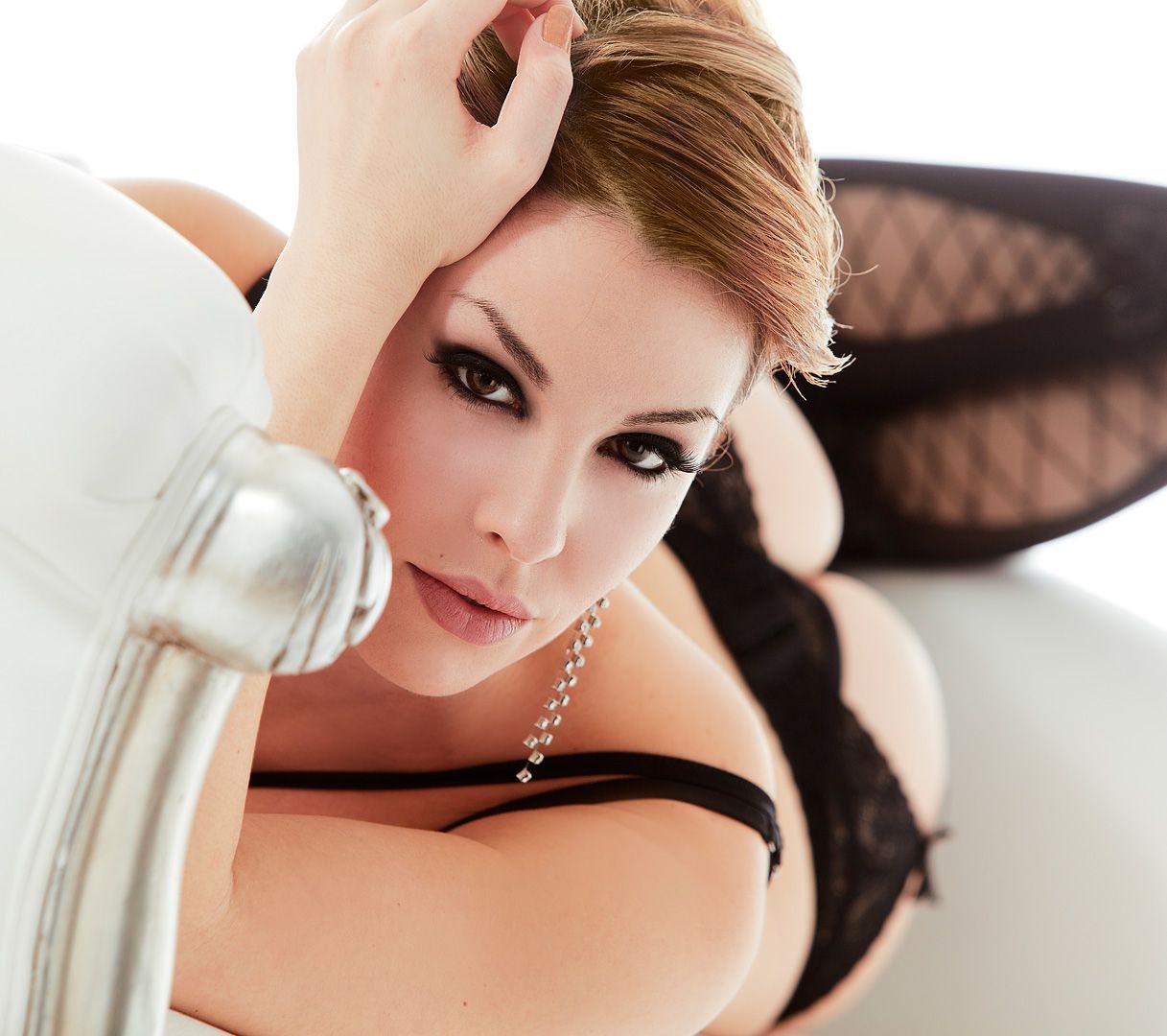 fotos boudoir budoir lenceria retrato femenino fotografia íntima sensual estudio Leganés Madrid intimisimi blonde scort Sandra 204 jpg