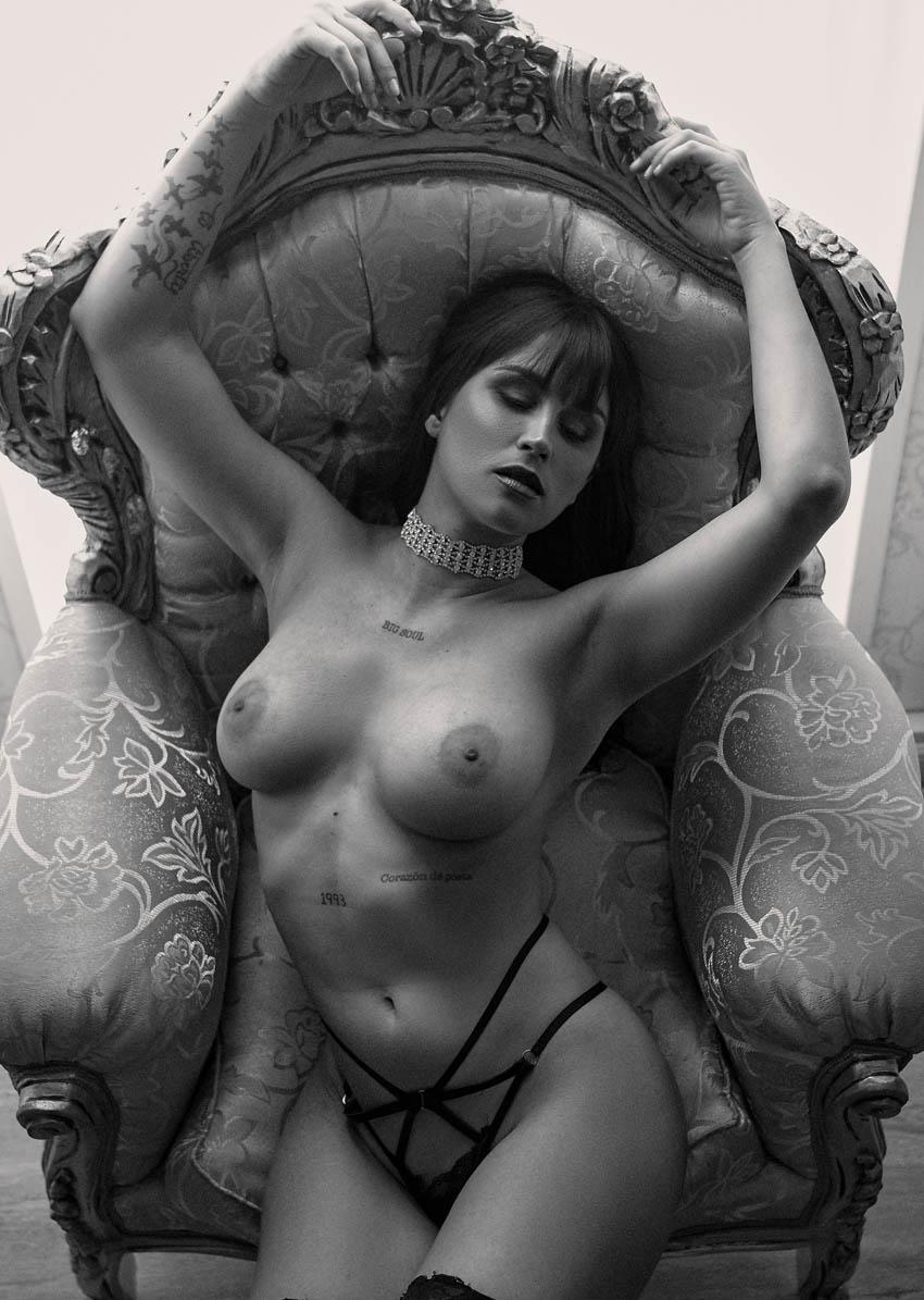 book de fotos desnudo sensual profesional en estudio